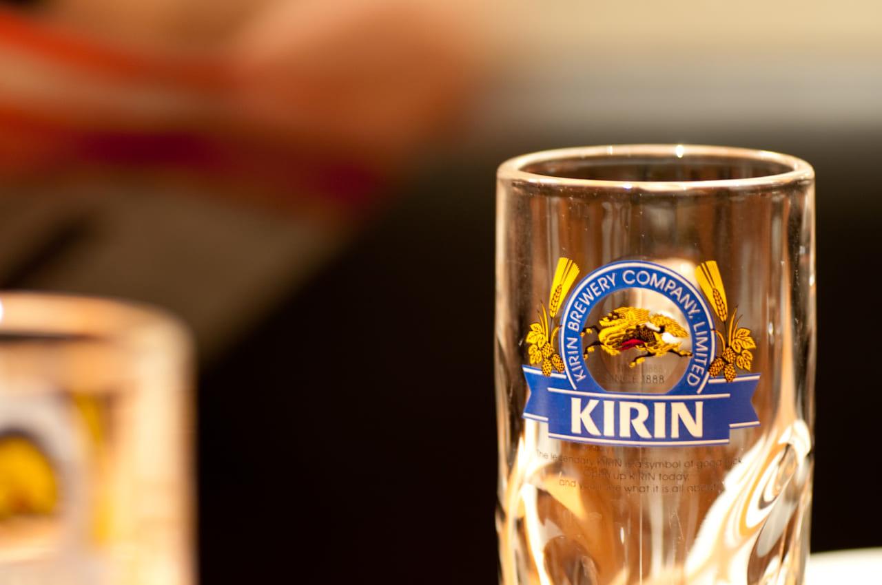 宴会のイメージのビールグラス