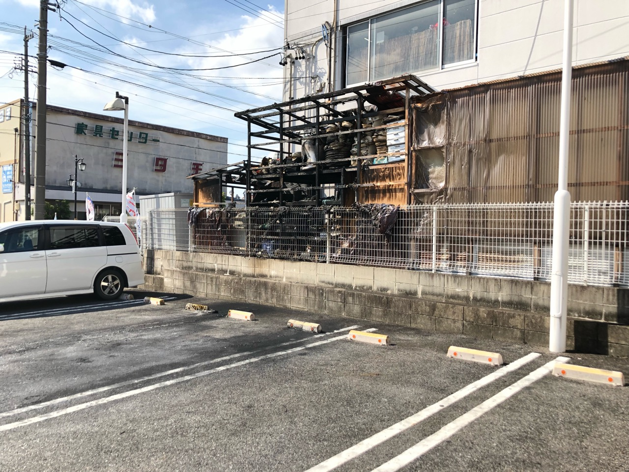 火災の被害にあった、すき家豊田美里店の隣の倉庫