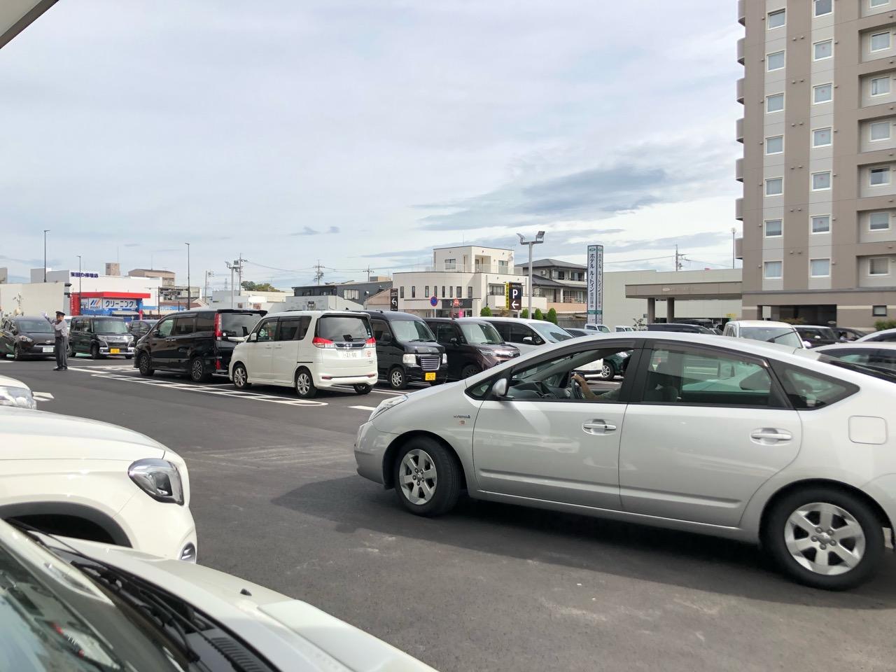 クロスモール豊田陣中の駐車場